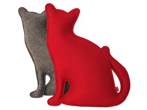cat-grey-and-red